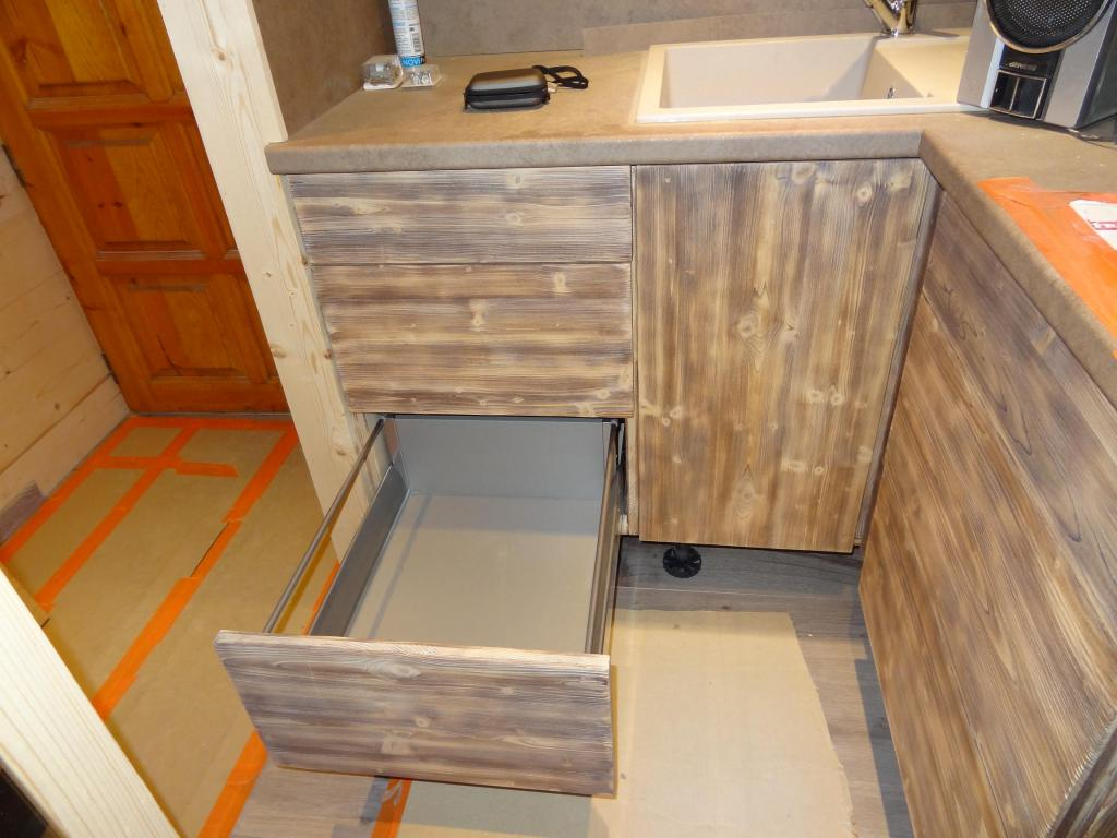 Cuisine r nov 39 cr ation for Peindre meuble cuisine bois vernis